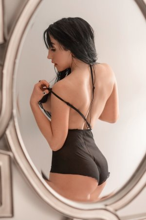 Jossia adult dating in Starkville